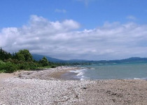 Пляж в поселке Золотой Берег