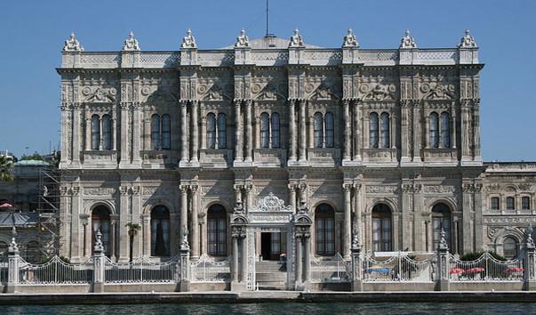 Дворец Долмабахче: описание, фото, контакты, гиды, экскурсии