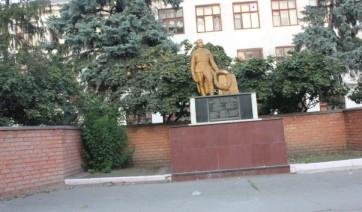 Прямоугольный вертикальный памятник Пудож Мемориальный комплекс с арками и колонной Булгар