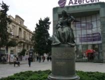 Памятник Хуршидбану Натаван в Баку