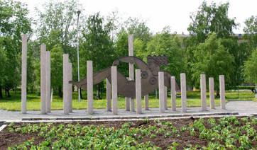 Мемориальный комплекс из малинового кварцита и гранитов Тулун Мемориальный комплекс с барельефом в человеческий рост Мариинск