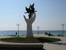Памятник голубям