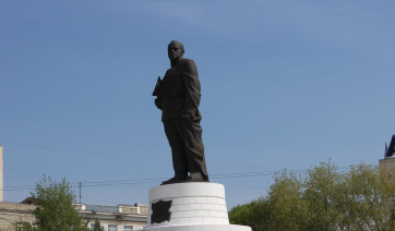 Резные памятники Санкт-Петербург