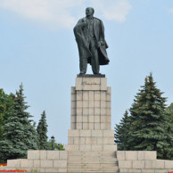 Мемориальный комплекс с барельефом в человеческий рост Цимлянск Цоколь резной из габбро-диабаза Весьегонск