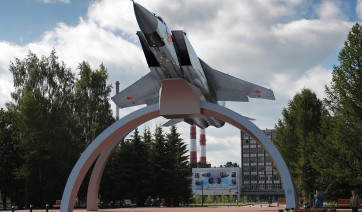 Эконом памятник с резным крестиком в углу Новозыбков заказать памятник на могилу в смоленске цены