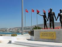 Памятник Ататюрку и молодежи