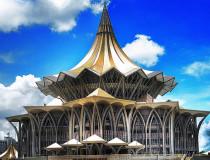 Здание Законодательного Собрания Саравака