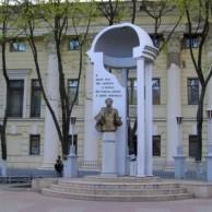 Памятник Роза из двух видов гранита Гаврилов Посад Мемориальный комплекс с барельефом в человеческий рост Комсомольская