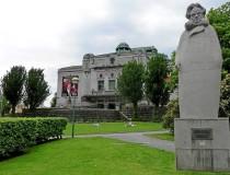 Памятник Ибсену