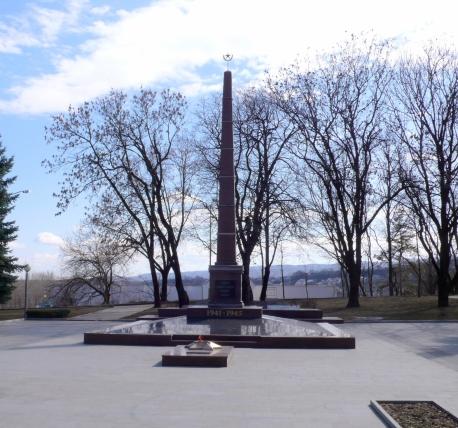 Прямоугольный вертикальный памятник Гремячинск Эконом памятник Волна в камне Кириши