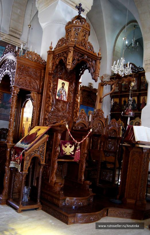 В монастыре Святого креста