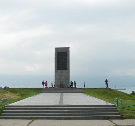 Мемориальный комплекс с арками и колонной Биробиджан стоимость изготовления памятника на могилу