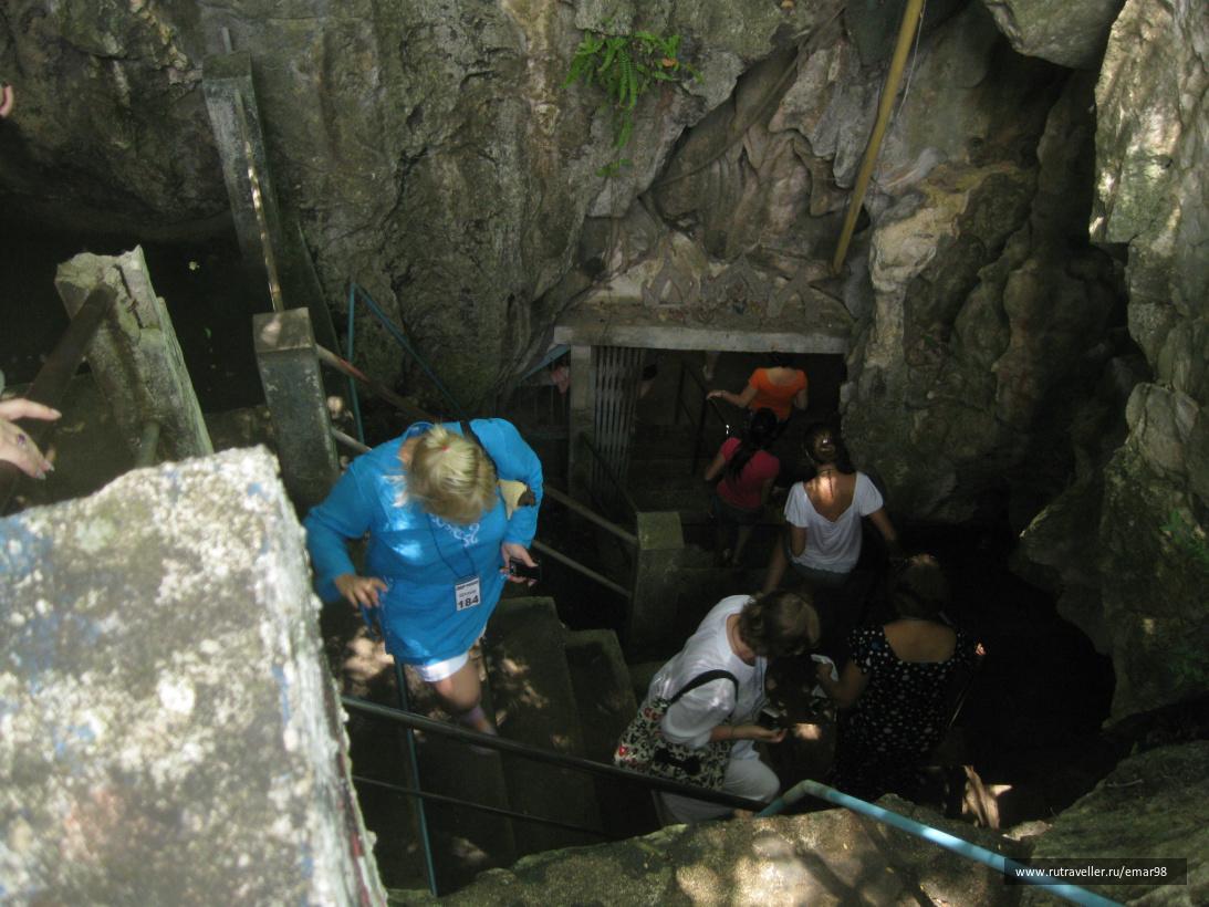 Спуск в Буддийскую пещеру