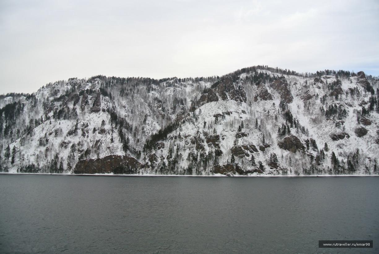 Вид на горы с набережной Дивногорска