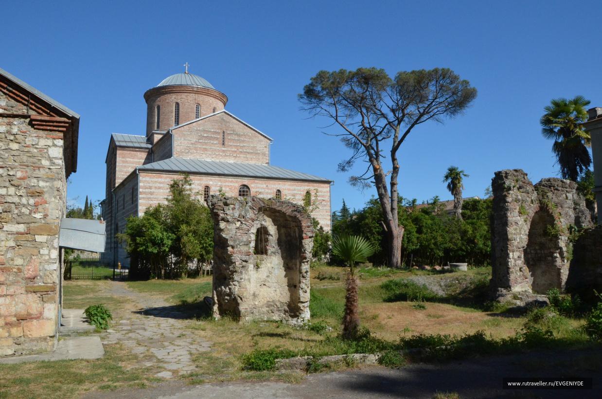 Пицунда храм X века.