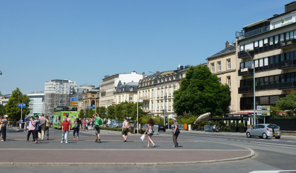 спальни тяготеют площадь конституции в люксембурге фото кадре несколько