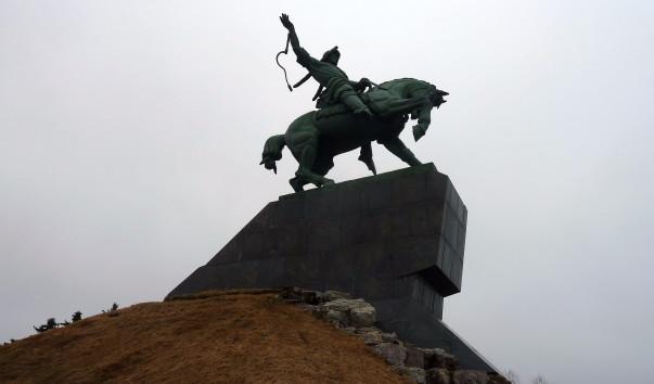 Кто создал памятник салавата юлаева в уфе в памятники в ярославле цены акции