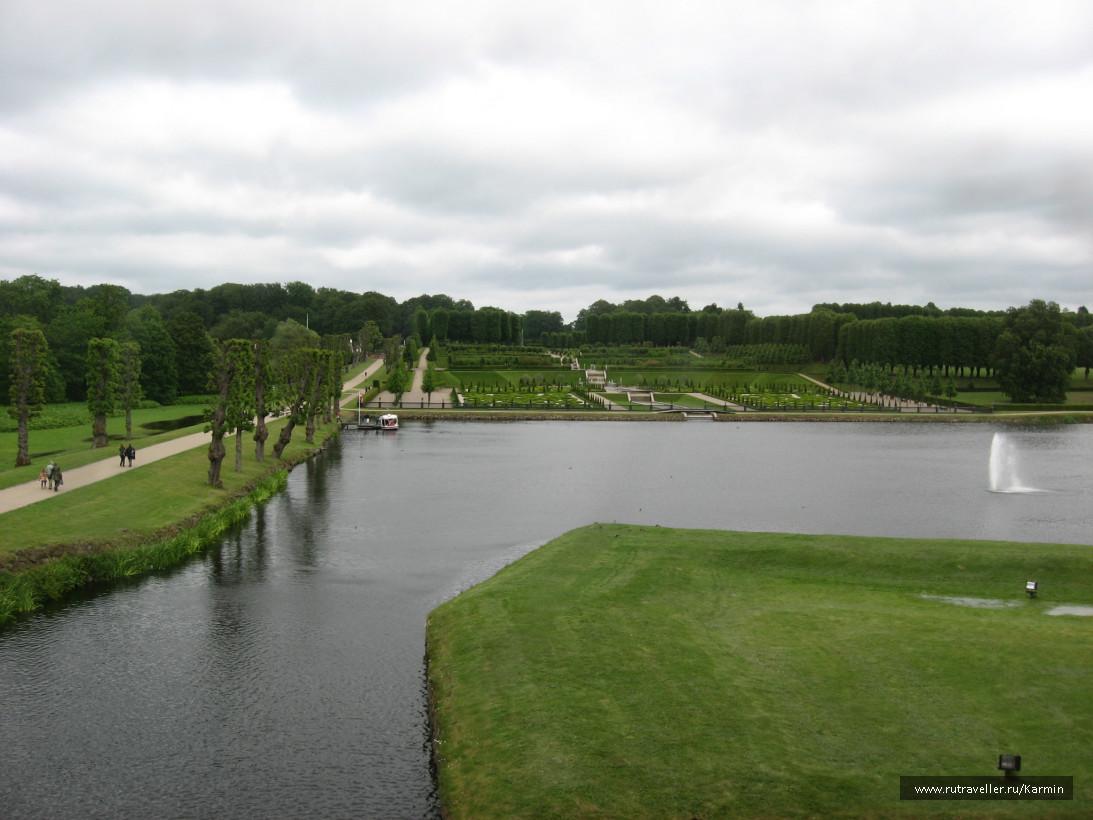Парк перед замком
