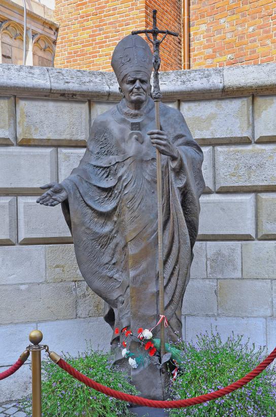 Памятник Иоанну Павлу II, Краков. Польша.