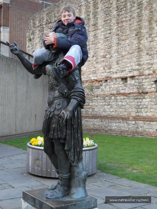 Памятник римлянину2
