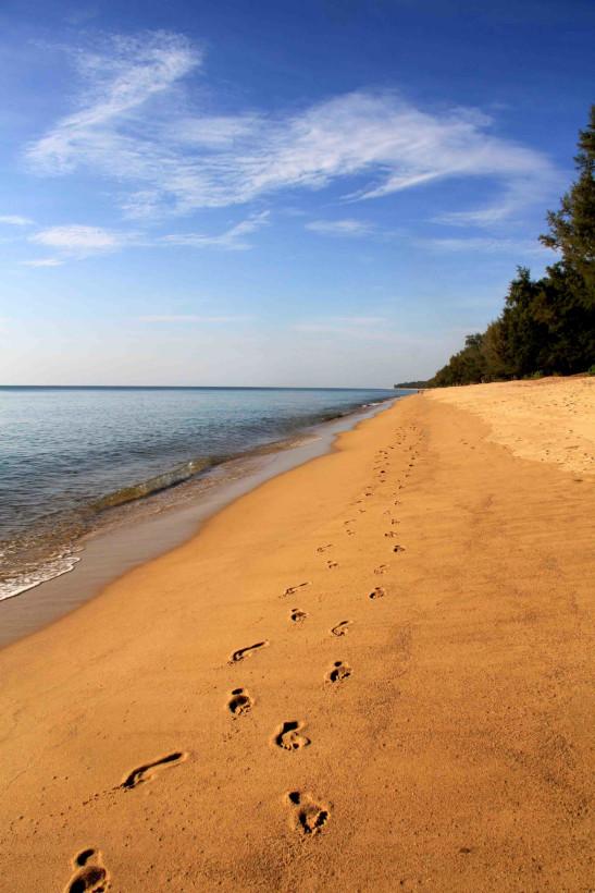 вдоль пляжа Maй Као