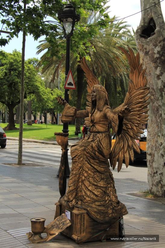 Живые статуи на бульваре Рамбла