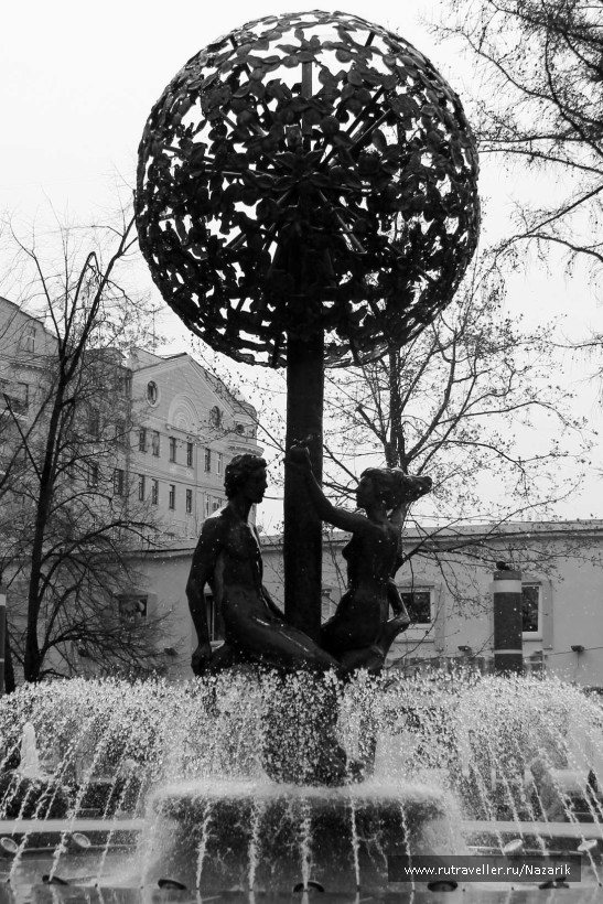 фонтан- скульптура «Адам и Ева»