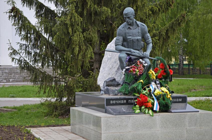 Памятник Роза из двух видов гранита Алексин Эконом памятник Арка Валдай