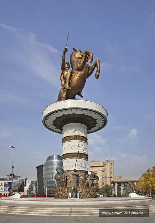 Скопье.  Воин на коне