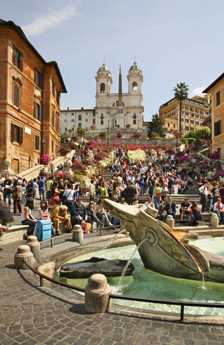 Рим. Фонтан Баркачча на Испанской площади