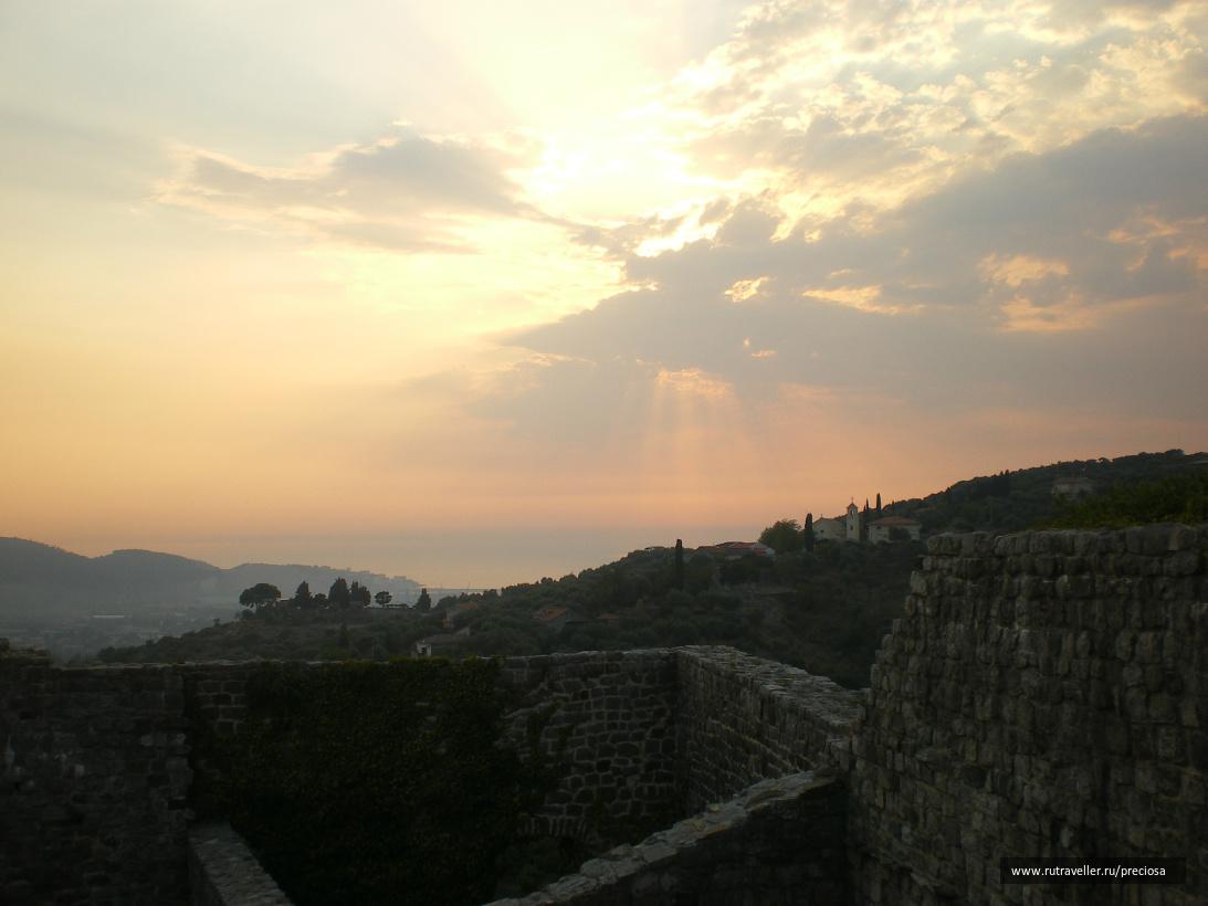 Закат. Снято со стены крепости Старого Бара.