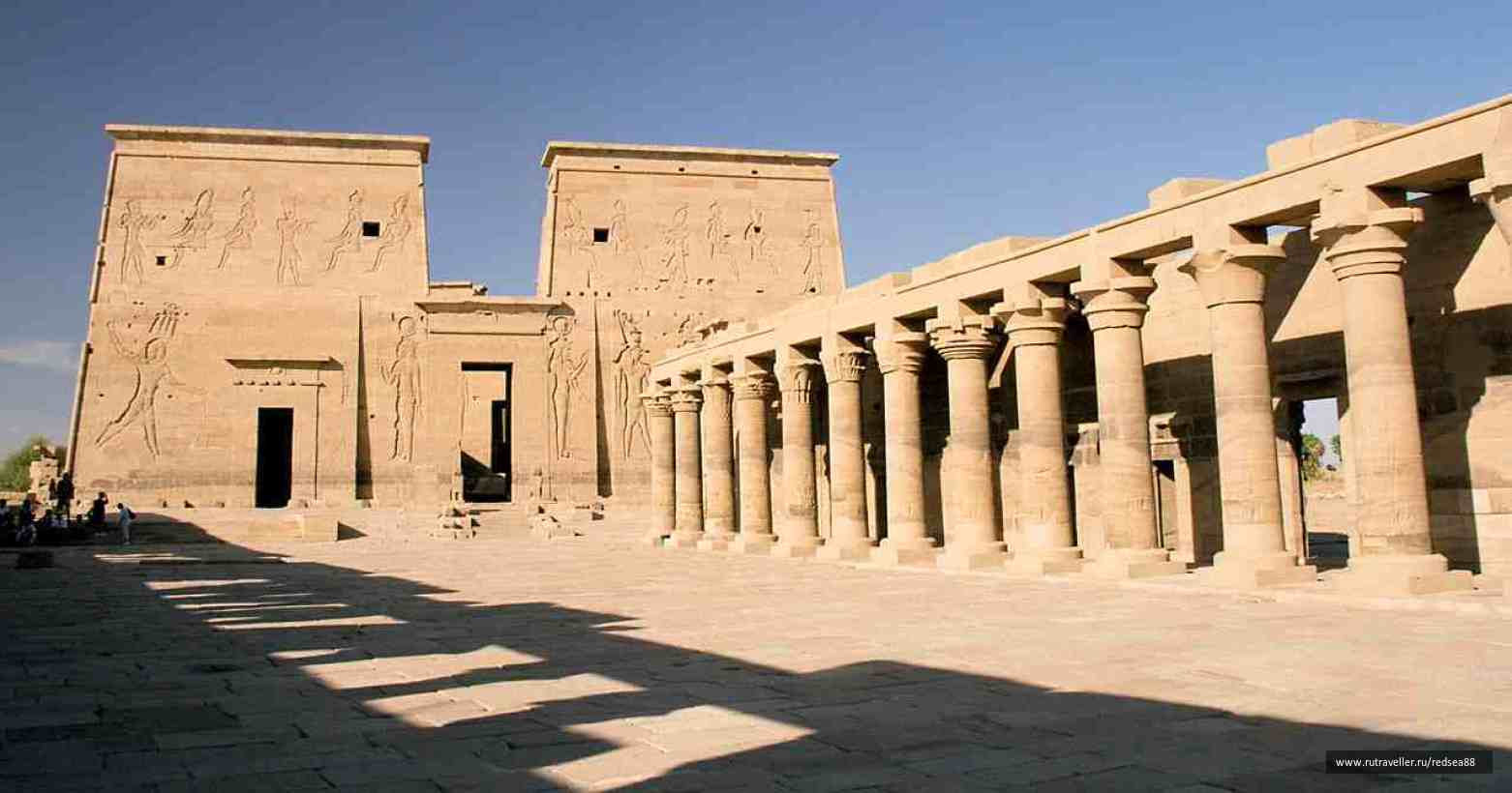 Philae,_First_Pylon_and_Columnade,_Aswan,_Egypt,_Oct_2004