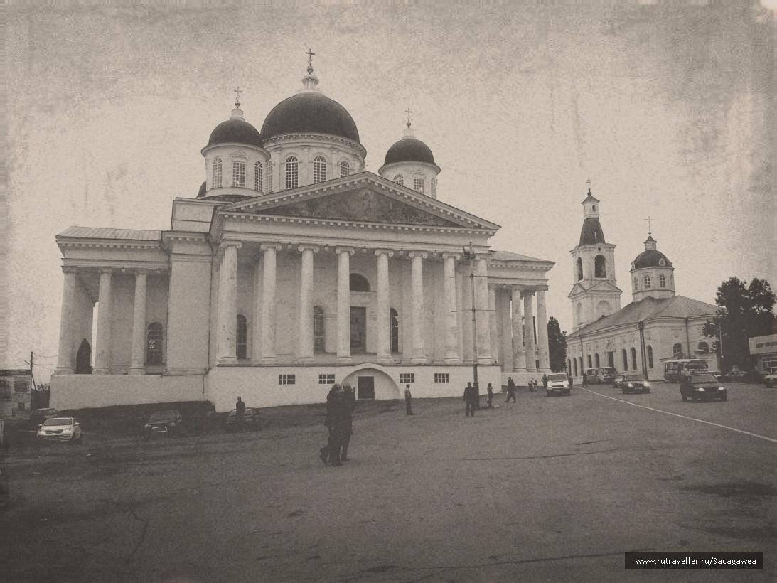 Собирная площадь и главный собор города-Воскресенский
