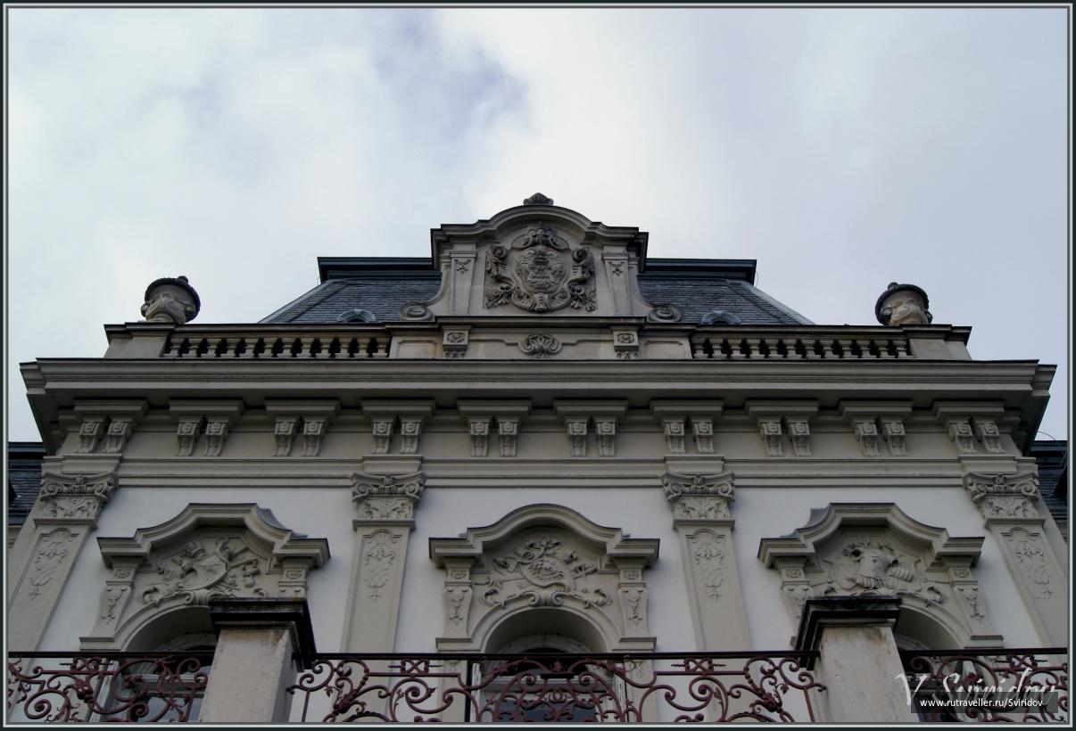 Венгрия. Кестхей. Замок. Символы Фештетичей.