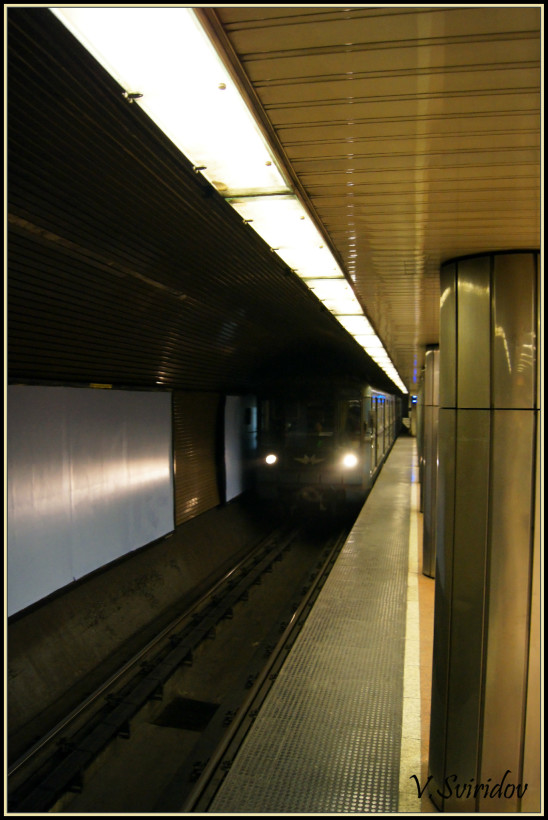 Скромное метро Будапешта. ... Приход поезда.