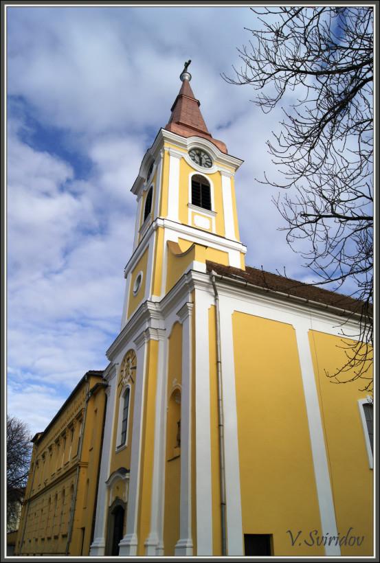 Венгрия. Тапольца. Шпиль католической церкви.