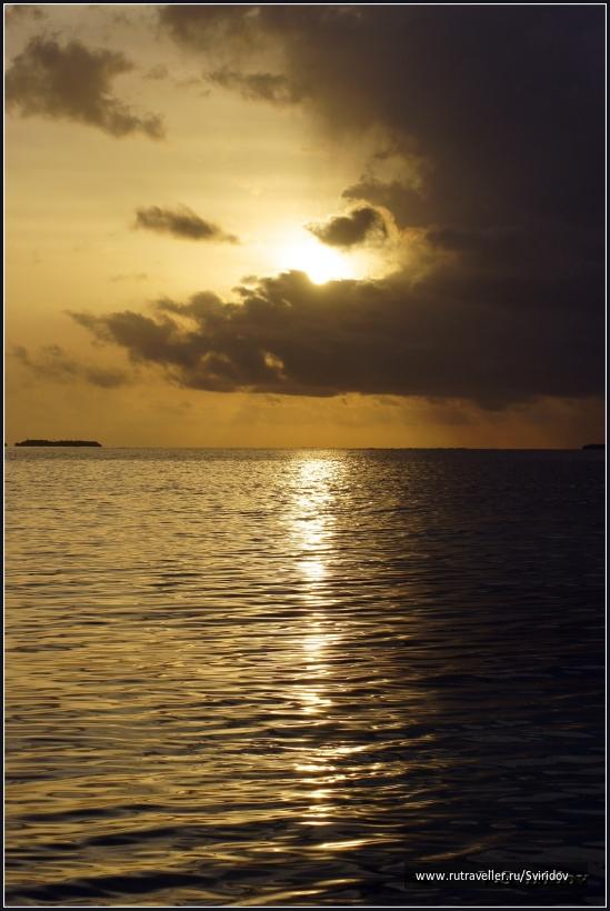 Закат на острове Бандос.