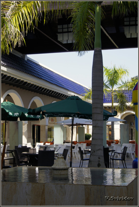 Ресторанчик в одном из торговых центров на побережье Баваро.