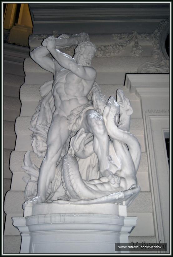 Вена. Статуя дворца Хофбург.