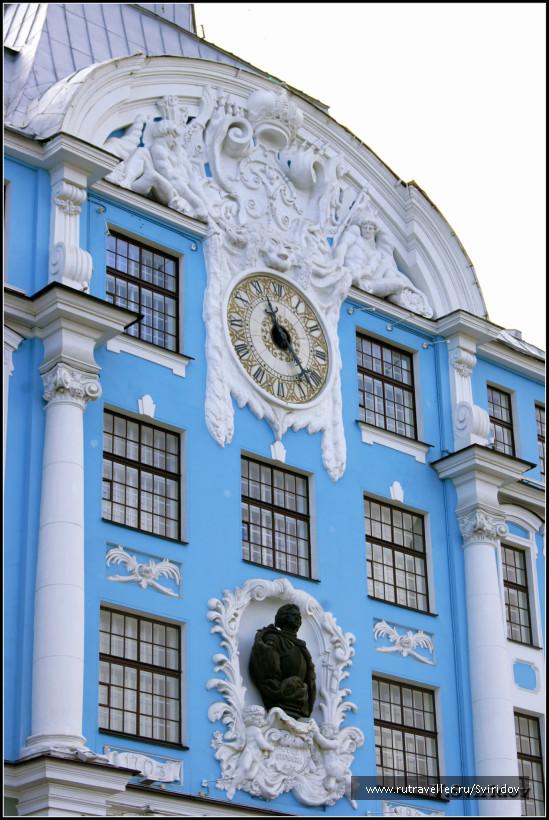Нахимовское военно-морское училище. Главный фасад.