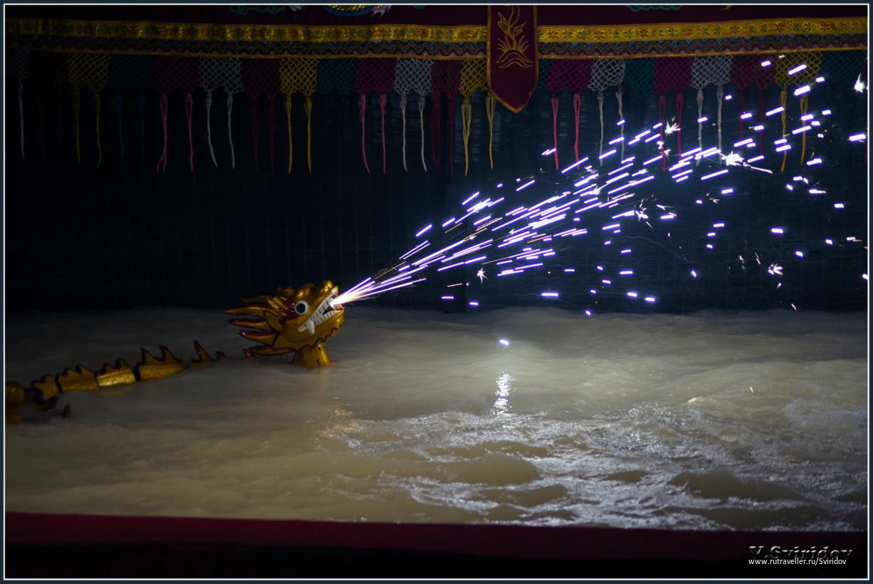 Хошимин. Традиционный кукольный театр на воде.