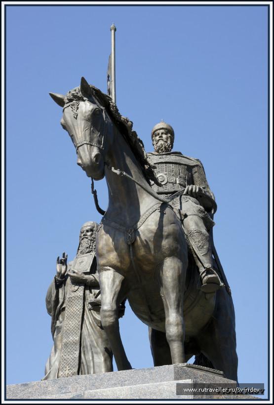 Памятник крестителям Владимирской земли.