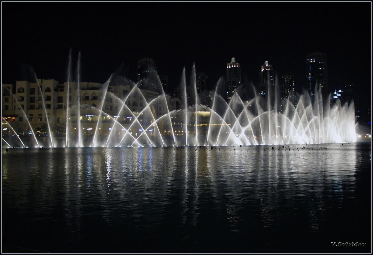 Поющие фонтаны в Дубаи.