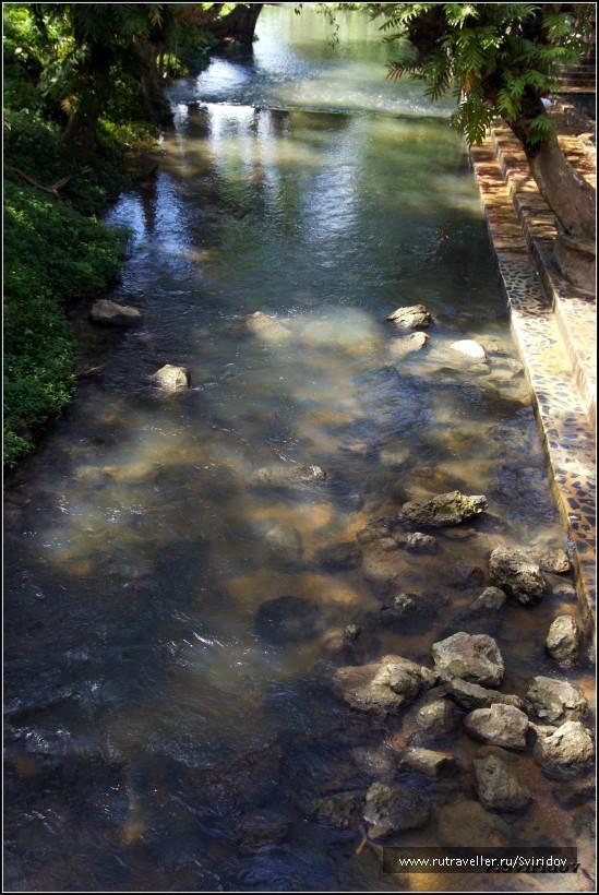 Горячий источник Хиндад. Речка для охлаждения.