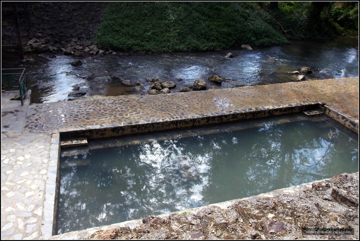 Горячий источник Хиндад. 25-ти градусный бассейн.
