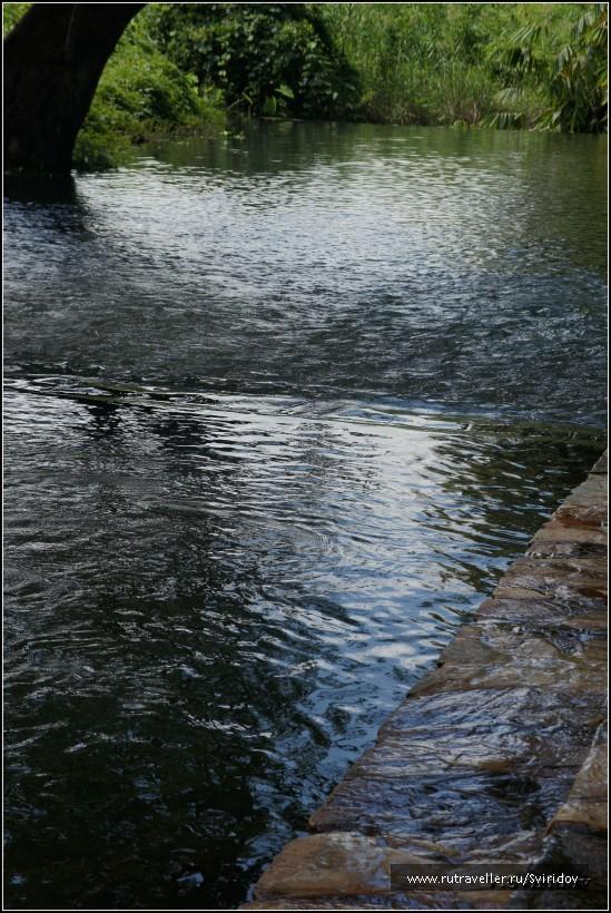 Горячий источник Хиндад. Река у источника.