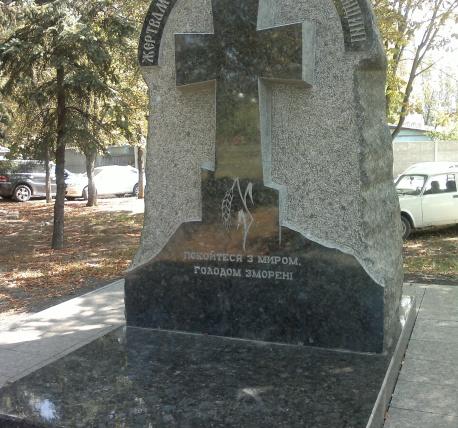 Цоколь из габбро-диабаза Зеленоградск Эконом памятник Волна в камне Верхоянск
