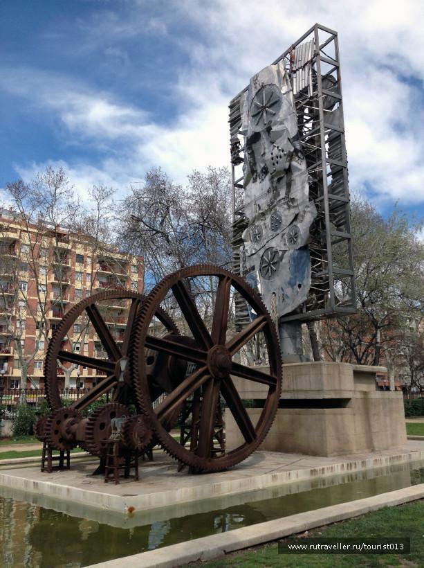 крутящийся монумент