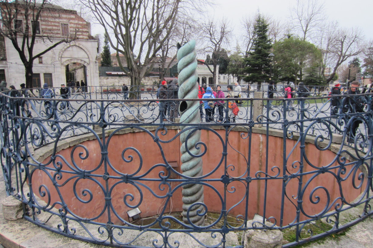 Стамбул.Змеиная колонна.