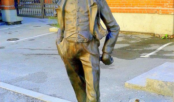 Памятник кисе воробьянинову в екатеринбурге памятники в спб фото и описание памятника